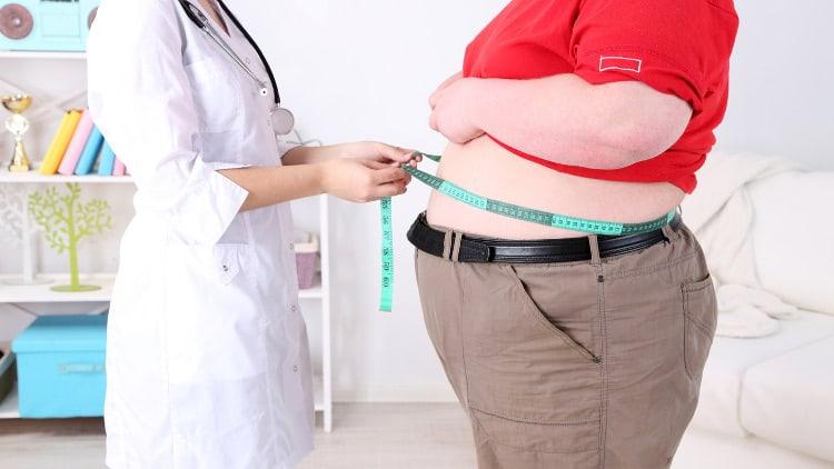 nutritionniste tente de faire maigrir